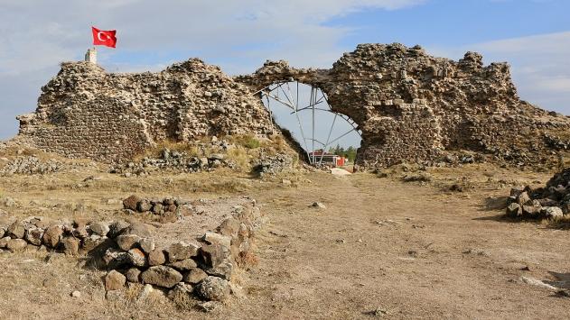 Karacahisar Kalesindeki kazılar erken dönem Osmanlı tarihine ışık tutacak