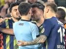 Fenerbahçeli futbolculardan hakeme tepki