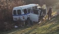 Manisa'da işçi minibüsü ile otomobil çarpıştı