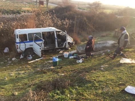 Manisada tarım işçilerini taşıyan minibüs ile otomobil çarpıştı: 13 yaralı