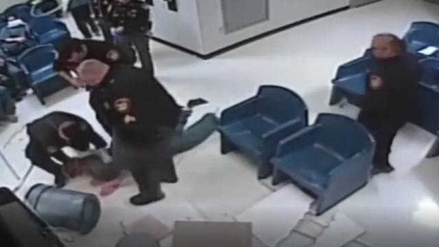 Kadın mahkum havalandırma borusundan kaçmaya çalıştı