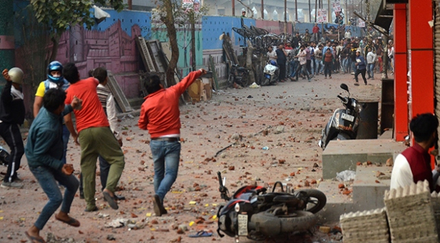 Hindistanda Vatandaşlık Yasasına karşı gösteriler sürüyor