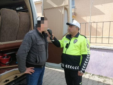 Edirnede öğrenci servisini alkollü kullanan sürücünün ehliyetine el konuldu