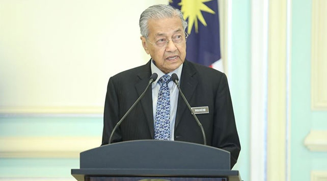 """Mahathir Muhammed """"geçici başbakan"""" olarak görevlendirildi"""