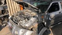 Seyir halindeki aracı ile canlı yayın yaparken kaza geçirdi