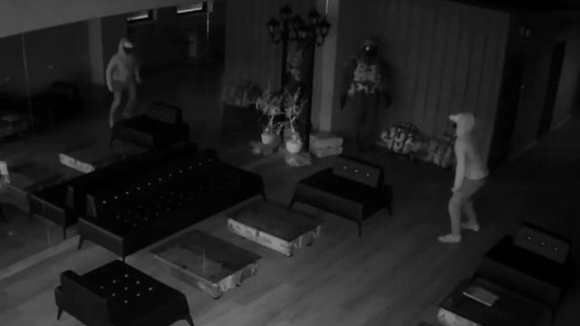 Kendinden korkan hırsız iş yerinden 6 saniyede kaçtı