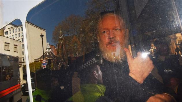 Wikileaksin kurucusu Assange, ABDye iade davasında hakim karşısında