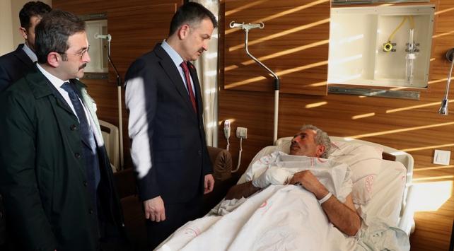 Bakan Pakdemirli depremde yaralananları ziyaret etti