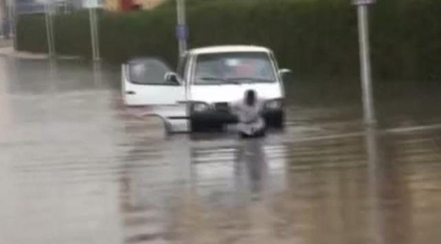 Mısır'da şiddetli yağış nedeniyle okullar tatil edildi
