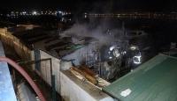 İzmit'te yangın: 4 balıkçı barınağı küle döndü