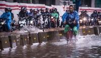 Endonezya'da şiddetli yağışlar hayatı olumsuz etkiledi