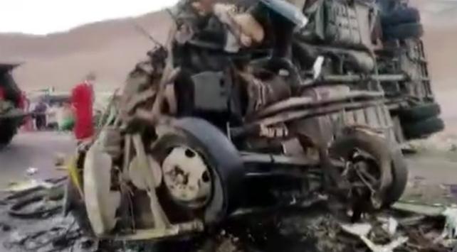 Peru'da iki otobüs çarpıştı: En az 12 kişi hayatını kaybetti