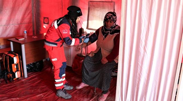 Sahra hastaneleri depremzedelerin yaralarını sarıyor