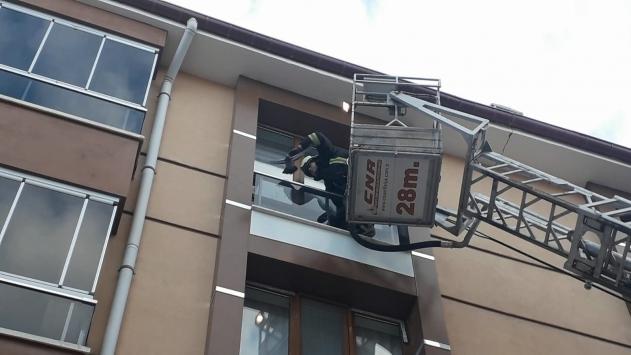 Kuluda cama sıkışan güvercin kurtarıldı