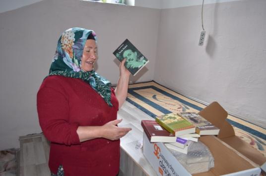 Kayserili kitap aşığı Çoban Esmeye yurdun dört bir yanından kitap yağıyor