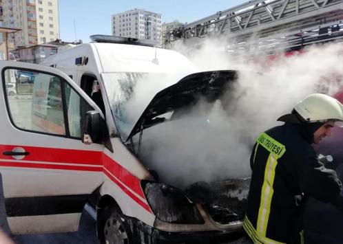 Sivasta seyir halindeki ambulansta çıkan yangın söndürüldü