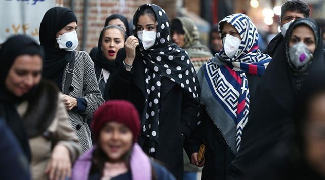 """İran Sağlık Bakanından 11 eyalette """"sokağa çıkmayın"""" çağrısı"""