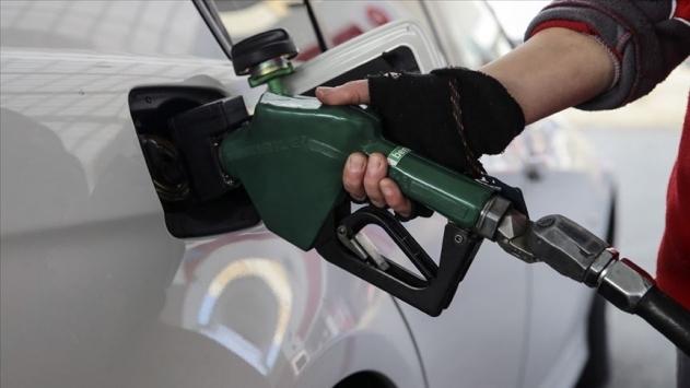 Benzinin litre fiyatında 10 kuruş indirim