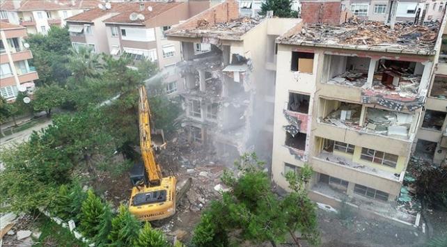 Büyükçekmecede riskli 4 bina yıkıldı