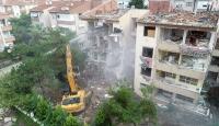 Büyükçekmece'de riskli 4 bina yıkıldı