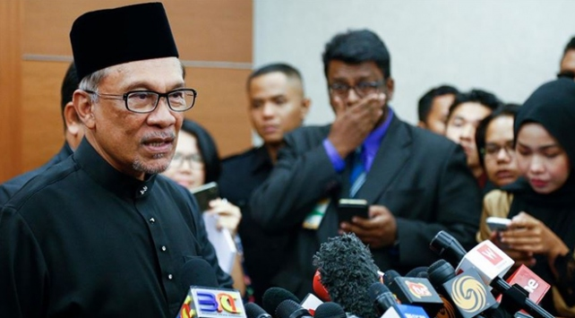 Malezyada üç partinin adayı Enver İbrahim