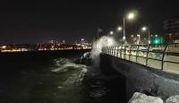 Beklenen fırtına İstanbul'da etkili oluyor