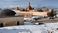 İshak Paşa Sarayı'nda kartpostallık kış manzarası
