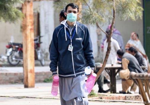 Pakistanda ilk Kovid-19 vakaları tespit edildi