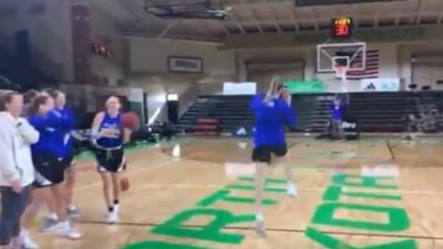 Kadın basketbolcular yarı sahadan 5'te 5 yaptı