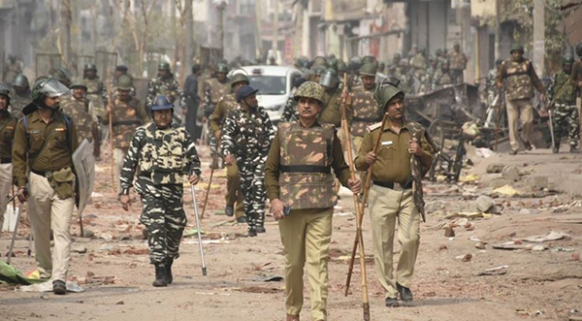 Hindistanda 4 günde 35 sivil hayatını kaybetti