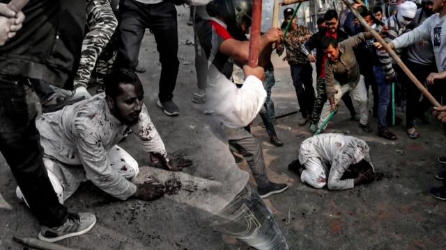 Hindistan'da vatandaşlık yasası çatışmaları şiddetleniyor