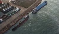 Fırtınada sürüklenen gemiler birbirine çarptı