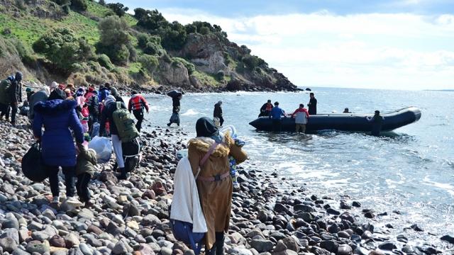 Düzensiz göçmenler Avrupa sınırına ilerliyor