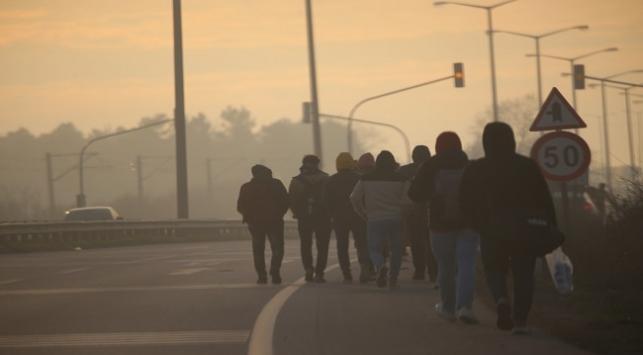 Göçmenler Avrupa sınırına ilerliyor. Sınır kapıları açıldı mı?