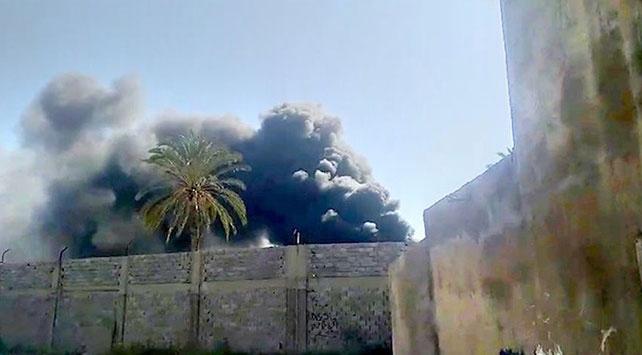 Hafter milislerinin saldırıları nedeniyle Mitiga Havalimanında yangın çıktı