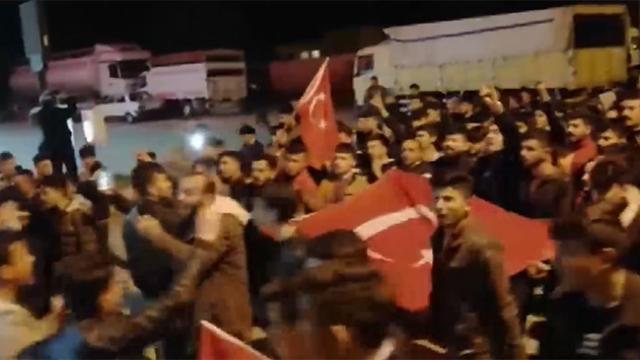 Ülkenin dört bir yanından Mehmetçiğe destek yağdı