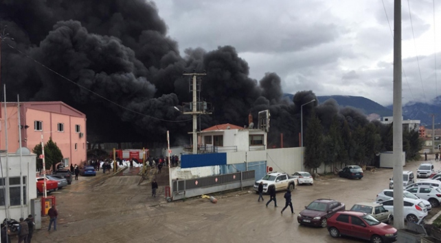 Manisada geri dönüşüm tesisinde yangın