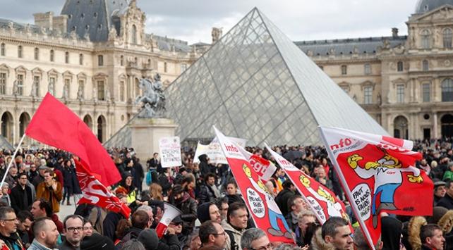 Fransadan emeklilik reformu kararı: Mecliste oylanmadan geçirilecek
