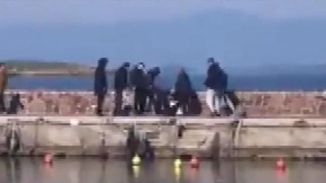 Midilli'de yabancı gazetecilere saldırı