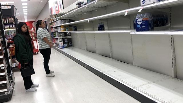 Koronavirüs korkusuyla marketleri boşalttılar