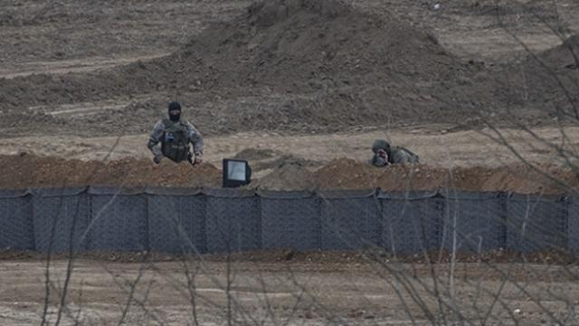 """Yunanistan, sınır hattına """"siper"""" kazıyor"""