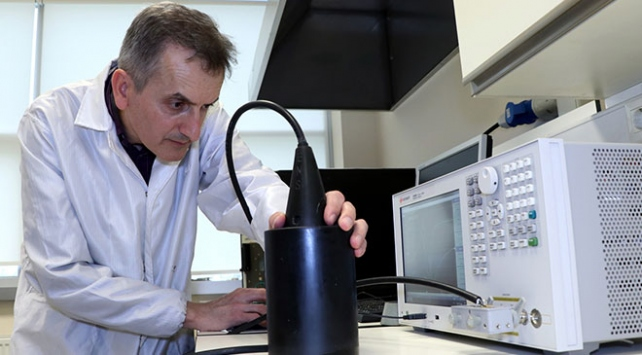 Acil durumlarda denizaltının konumunu gösteren cihaz üretti