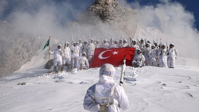 Al bayrağın 'beyaz' nöbetçileri