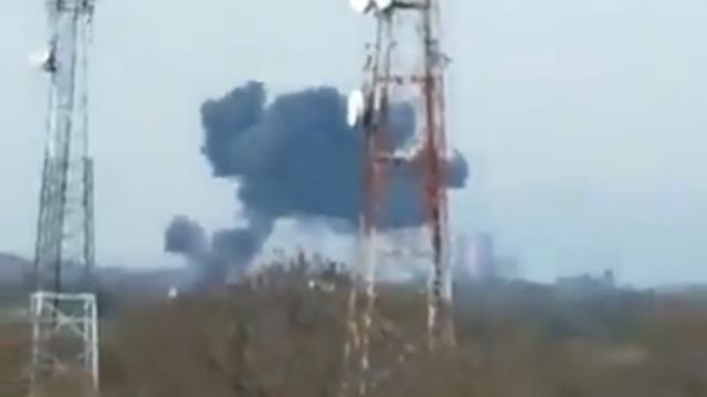 Pakistan'da hava kuvvetlerine ait jet düştü