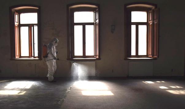 Karsta halkın yoğun kullandığı alanlar dezenfekte ediliyor