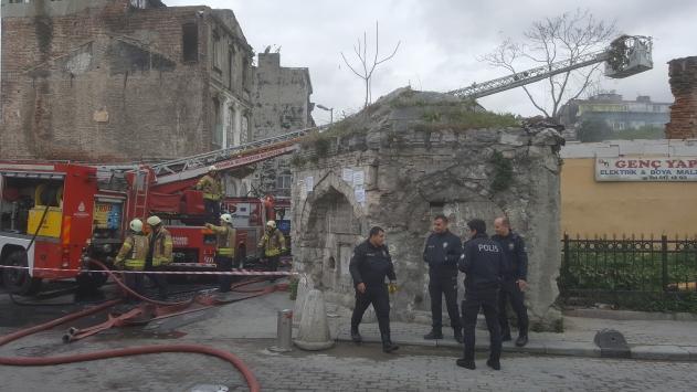 Fatihte tarihi hamamın deposunda çıkan yangın söndürüldü
