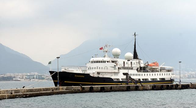 Kruvaziyerle Alanyaya gelen turistlere termal kameralı kontrol