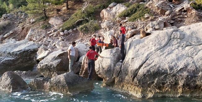 Muğlada kayalıklardan düşerek yaralanan Hollandalı turist kurtarıldı