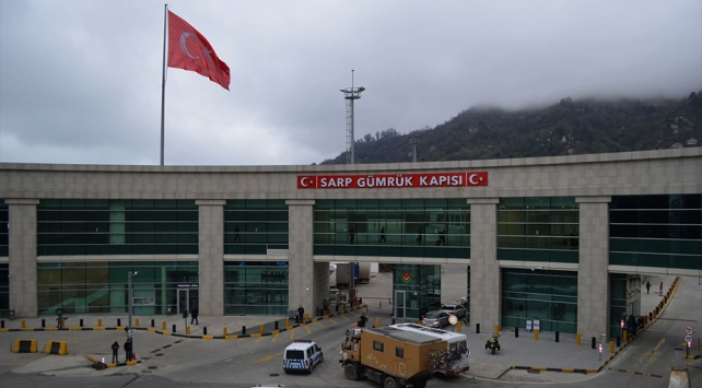 Sarp Sınır Kapısı yolcu ve araç giriş-çıkışına kapatıldı