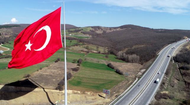 Türkiyenin en büyük bayrağı Samsunda dalgalanıyor